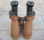 "American navy binoculars with holster, ""Prism Marine, U.S. Navy 10x45 mm APERT, Bausch & Lomb, Ohio, Rochester, N Y"". Probably 1930's. Height 20,5 cm. 2400 SEK"